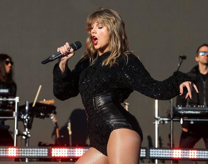 Nhờ tăng cân, Taylor có đường cong nóng bỏng hơn rất nhiều so với những năm trước.