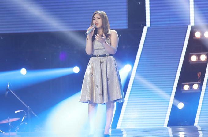 Cô gái 20 tuổi đến từ Nghệ An thuyết thục các huấn luyện viên bằng giọng ca nội lực.