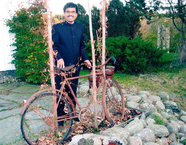 Chuyện tình sau 40 năm của người đàn ông Ấn Độ đạp xe 10.000 km gặp người yêu