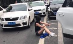 Thoát chết vì xe của kẻ bắt cóc gặp tai nạn giữa đường
