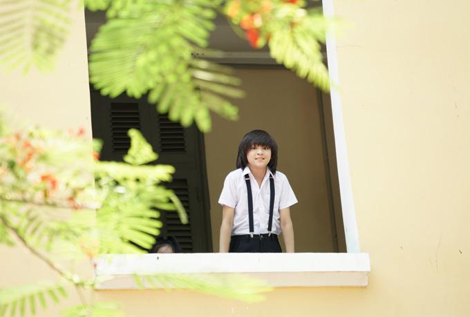 Sau MV Nắng vui, Thiên Khôi ra sản phẩm tiếp theo nói về những kỷ niệm của tuổi học trò. Ca khúc Tung tăng do chính giọng ca nhí sáng tác, khắc họa sự hồn nhiên, ngây ngô của các cô cậu học trò.