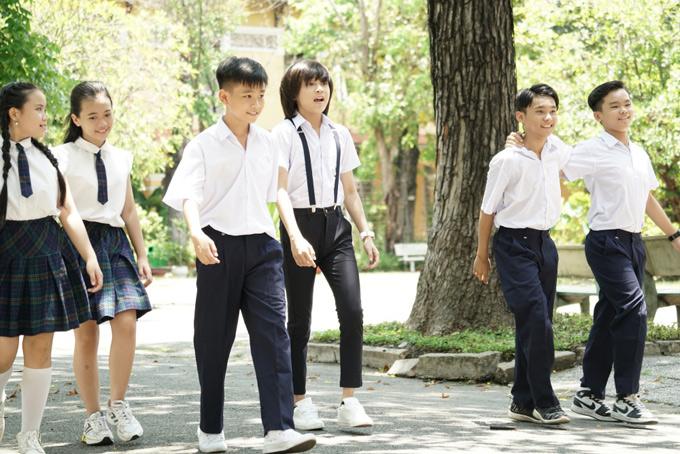 MV Tung tăng được quay tại một ngôi trường ở TP HCM. Có kinh nghiệm tham gia nhiều gameshow, làm mẫu ảnh, đóng MV nên Thiên Khôi diễn rất tự nhiên, thoải mái.