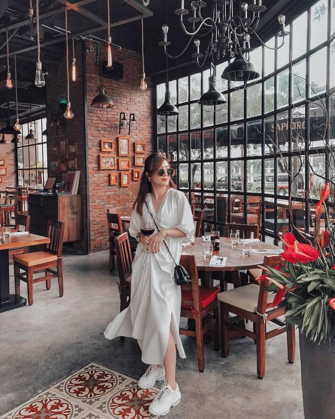 Sao Việt mê diện cả 'cây trắng' trong ngày hè