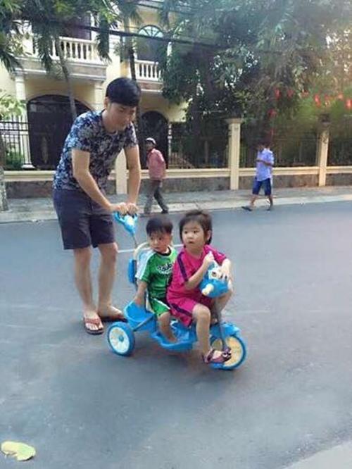 Quách Thành Danh tranh thủ thời gian rảnh chơi cùng con.