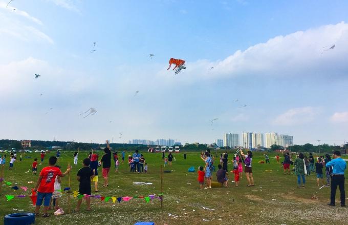 Trại hè không lồng kính mở cửa miễn phí cho tất cả mọi người trong hai ngày 2 và 3/6 tại tổ hợp LePARC, Gamuda City, Hoàng Mai, Hà Nội (cạnh công viên Yên Sở). Hotline: 0924 990 207. Sơ đồ đường đi xemtại đây. Fanpage:facebook.com/LePARCbyGamuda.