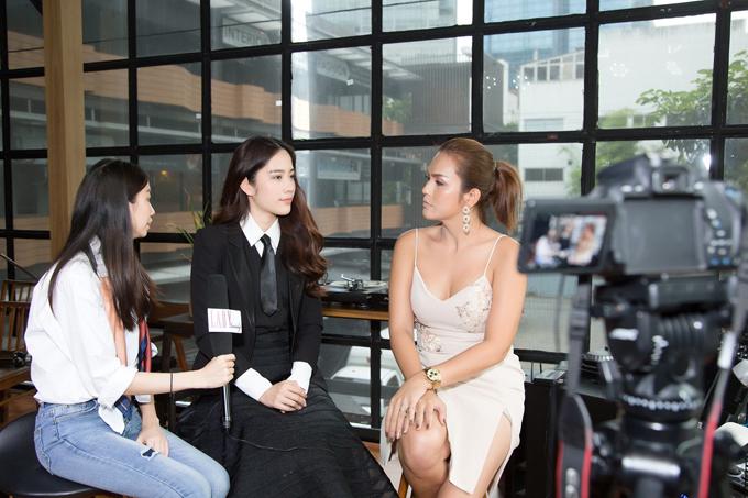 Sau buổi họp báo, các cơ quan truyền thông liên tục phỏng vấn hoa khôi và ngỏ ý mong cô hoạt động nhiều hơn tại Thái Lan.