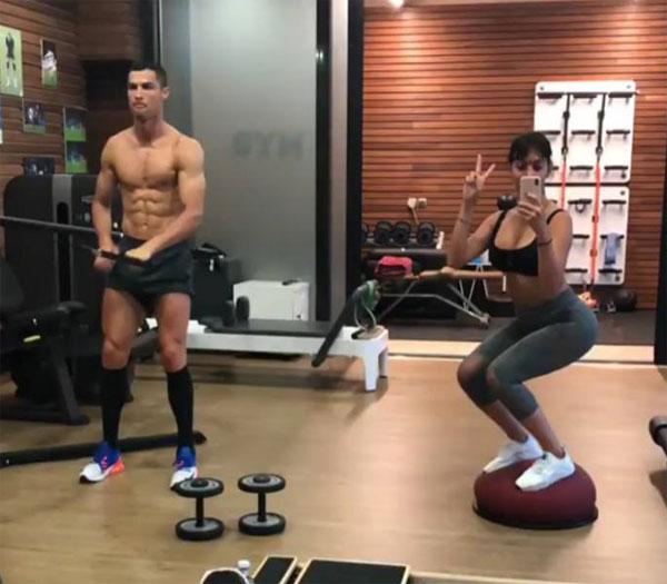 C. Ronaldo và Georgina Rodriguez trong phòng tập. Ảnh: NN.