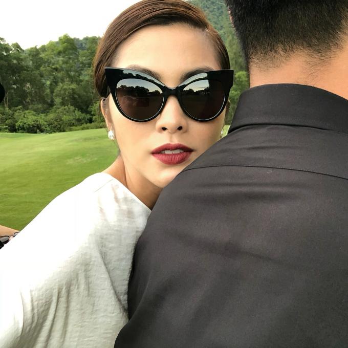 Tăng Thanh Hà hội ngộ với người bạn thân thiết  - stylist Trần Quang Tuyến - trong show thời trang.