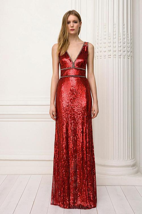5. Váy hiện đại ánh kim: Nhà mốt Jenny Packham giới thiệumẫu váy thời thượng với chất liệu ánh kim. Điểm nổi trội của thiết kế là phom dáng cân bằng, đườngcắt cúpgọn gàng, đứng dáng.