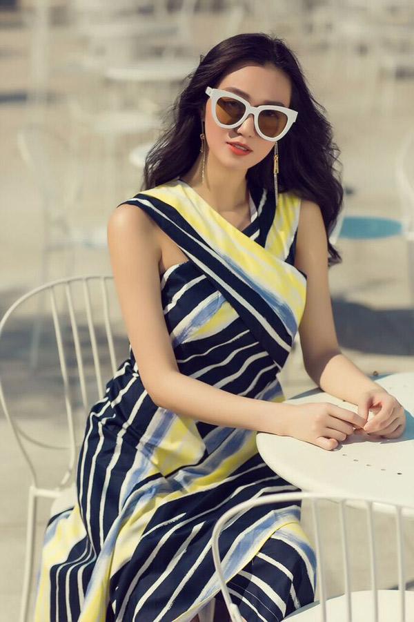Mùa hè người đẹp thích xuống phố với những trang phục kiểu dáng thanh lịch, nữ tính, màu sắc nhẹ nhàng, sang trọng.