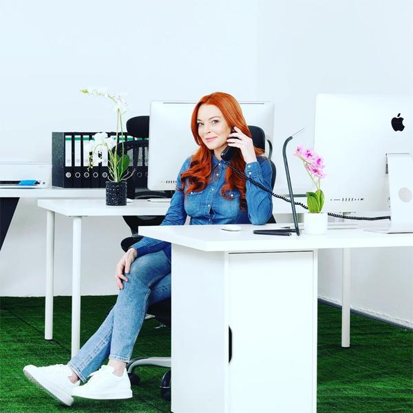 Hình ảnh Lindsay trong vai trò người phát ngôn của Lawyer.com.