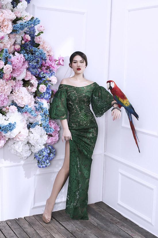 Suốt thời gian quảng bá cho phim Yêu em bất chấp, Ngọc Thanh Tâm xây dựng hình ảnh cá tính khi xuất hiện trong các sự kiện giải trí và cả cuộc sống đời thường. Tuy nhiên trong bộ hình mới, cô lột xác quyến rũ với những bộ cánh tôn vóc dáng của các nhà thiết kế Việt.
