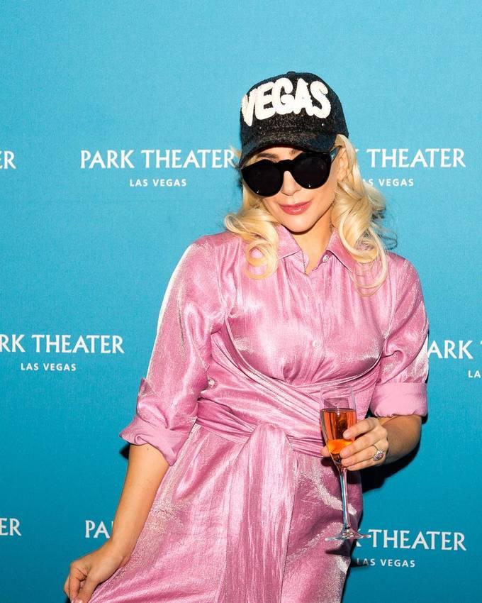 Bớt ăn mặc kỳ quái, Lady Gaga ghi điểm với style nữ tính