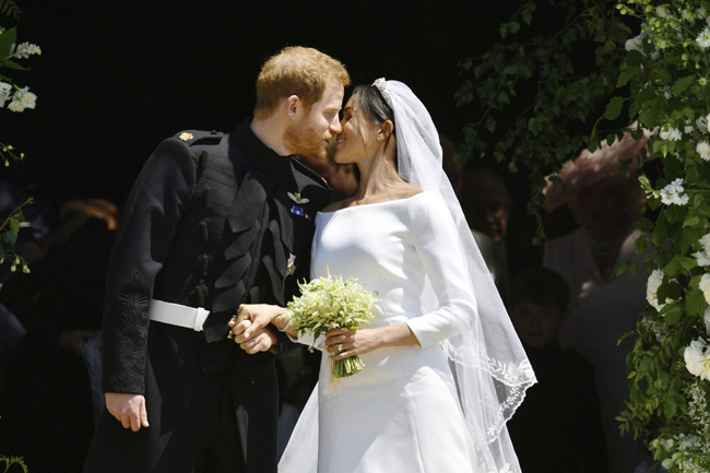 Cặp vợ chồng mới cưới hôm 19/5 và hoãn trăng mật để thực hiện một số nhiệm vụ hoàng gia. Ảnh: AP.