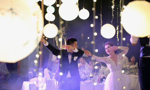 Điệu nhảy đám cưới 'cute' của cặp cô dâu, chú rể 8X
