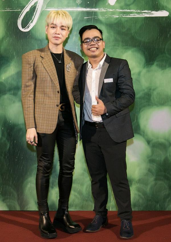 Ca sĩ Đức Phúc tới chúc mừng đạo diễn 9X Kawaii Tuấn Anh chuyển thể MV triệu view thành phim điện ảnh.