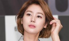Hoa hậu Hàn Kim Sung Ryung rạng rỡ nhan sắc tuổi 51
