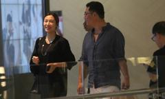 Kiều nữ TVB được hôn phu hơn 25 tuổi cưng nựng