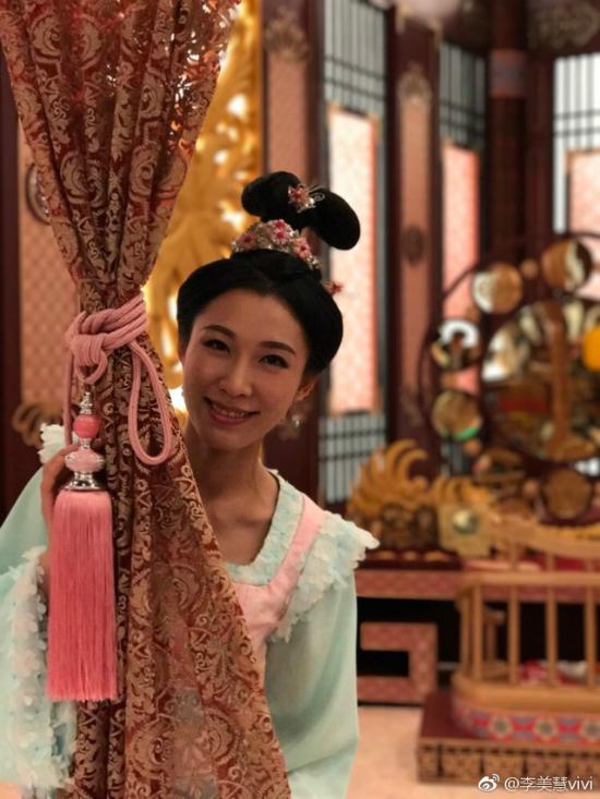 Lý Mỹ Tuệ là diễn viên TVB, côđóng một số phim như Cung Tâm Kế 2, Thâm Cung Kế, Thiếu niên tứđại danh bộ...