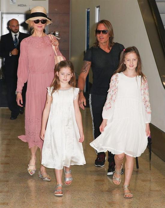 Vợ chồng Nicole Kidman - Keith Urban và hai cô con gái xinh xắn.