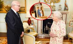 Ảnh chưa từng công bố của vợ chồng Harry được trưng tại Điện Buckingham