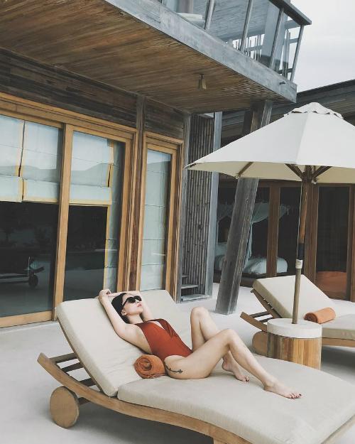 Tóc Tiên tranh thủ đi tìm vitamin sea ở Côn Đảo. Cô lựa chọn một khu resort cao cấp từng được nhiều ngôi sao quốc tế và trong nước ghé chân.
