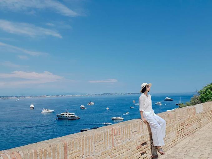 Nhân chuyến tham dự liên hoan phim Cannes, đả nữ Ngô Thanh Vân đã ghé qua hòn đảo du lịch Ile Sainte Marguerite cách đó không xa.