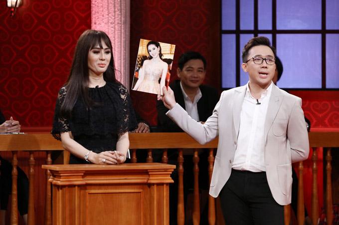 Sau khi kết hôn, chồng Lâm Khánh Chicòn đưa ra một số yêu cầu bắt vợ phải tuân thủ như không được mặc đồ gợi cảm, không được đi chơi quá lâu với bạn, về nhà lúc 21h...