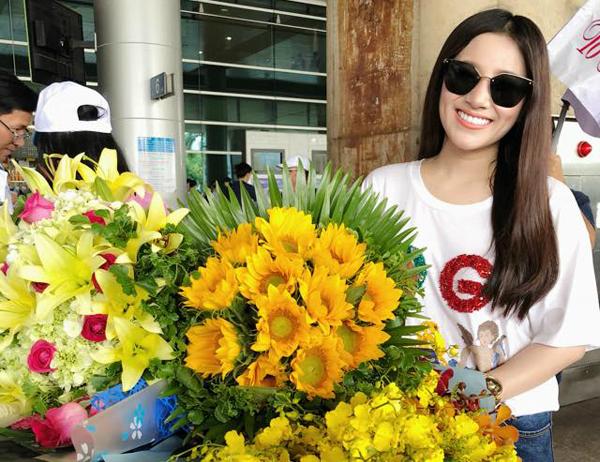 Tố My về đến Việt Nam ngày 31/5 sau hai tuần lưu diễn Mỹ.