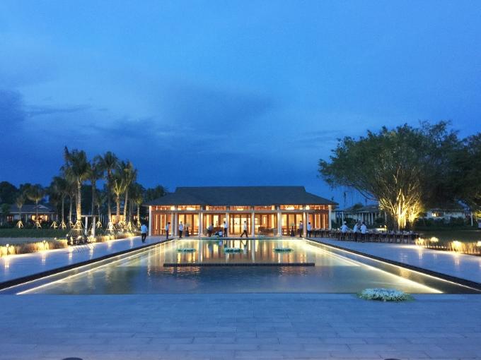 Khu resort Azerai Cần Thơ là tâm huyết phát triển du lịch nghỉ dưỡng của Tập đoàn Novaland và Adrian Zecha. Ông nhận địnhdự án này sẽ giúp Cần Thơ có tên trên bản đồ du lịch thế giới.