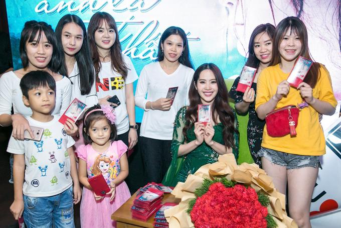 Người đẹp Tiền Giang có nhiều fan ở tuổi teen.