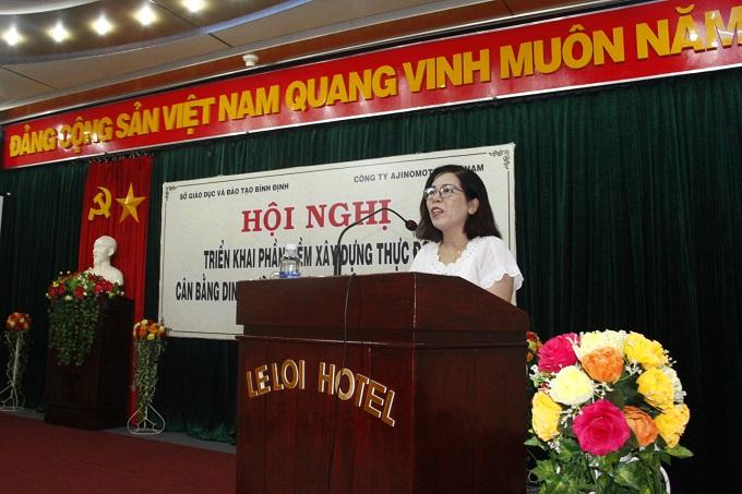 Bà Hồ Thị Phi Yến, trưởng phòng Giáo dục Tiểu học, Sở Giáo dục - Đào tạo tỉnhBình Định phát biểu tại hội nghị.