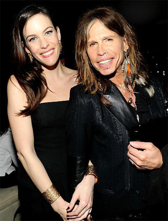 Rocker Steven Tyler - trưởng nhóm Aerosmith - cũng đã có cuộc tình một đêm với cựu người mẫu Playboy Bebe Buell vào năm 1976 khi cô đang chung sống với nam ca sĩ Todd Rundgren. Cô bé Liv được sinh ra vào tháng 1/1977 mang họ Rundgren. Đến khi Liv 8 tuổi, Steven Tyler phát hiện cô bé này có gương mặt rất giống con gái của ông. Lúc đó, sự thực mới được sáng tỏ. Tuy nhiên 8 năm sau đó, bí mật mới được người ngoài biết khi Liv đổi họ thành Liv Tyler. Người mẫu kiêm diễn viên xứ sương mù có mối quan hệ rất thân thiết với bố đẻ của cô.