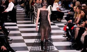 Quy trình chế tác mẫu váy xuyên thấu của Dior