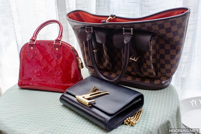Louis Vuitton cũng là thương hiệu yêu thích của Phan Hoàng Thu. Cô sở hữu ba chiếc túi với kiểu dáng, mẫu mã khác nhau của nhà mốt này.