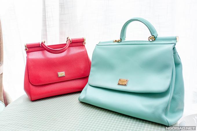 Hai chiếc Dolce & Gabbana này được Phan Hoàng Thu mua ở hai chuyến du lịch khác nhau tại nước ngoài. Mỗi chiếc trị giá khoảng 2.000 USD (khoảng 45 triệu đồng).
