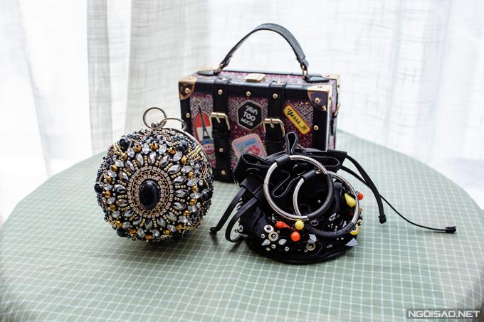 Bên cạnhcác thương hiệu cao cấp, Phan Hoàng Thu cũng thích những chiếc túi kết đính lạ mắt đến từ các thương hiệu tầm trung. Cô thường mua những chiếc túi này trong các chuyến du lịch nước ngoài và không nhớ chính xác giá bán của từng món đồ.