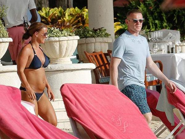 Rooney và Coleen tiếp tục kỳ nghỉ dài xuyên hè ở Barbados. Trước đó, tiền đạo Everton tranh thủ đến Mỹ kiểm tra y tế ở DC United, sẵn sàng cho hợp đồng ký khi kỳ chuyển nhượng được mở.