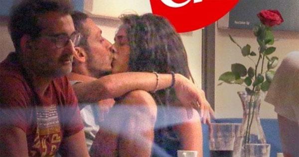 Khoảnh khắc hôn nhau say đắm của cặp đôi. Ảnh: Chi.