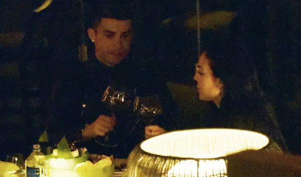 C. Ronaldo và bạn gái chọn nơi nghỉ dưỡng sang chảnh nhất - 1