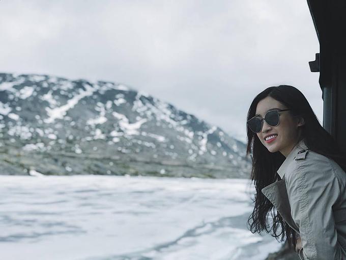 Hoa hậu Mỹ Linh tiếp tục hành trình du lịch xứ sở băng giá Alaska (Mỹ).