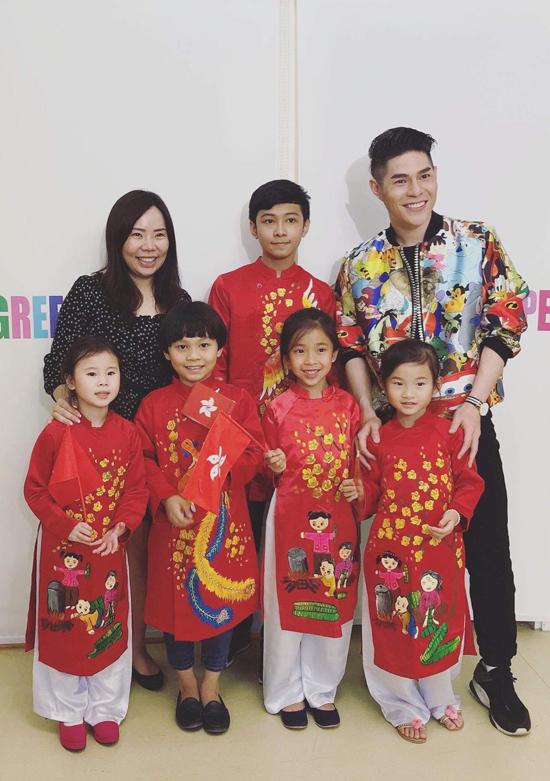 Đạo diễn Nguyễn Hưng Phúc dạy catwalk cho thiếu nhi tại Hong Kong - 2