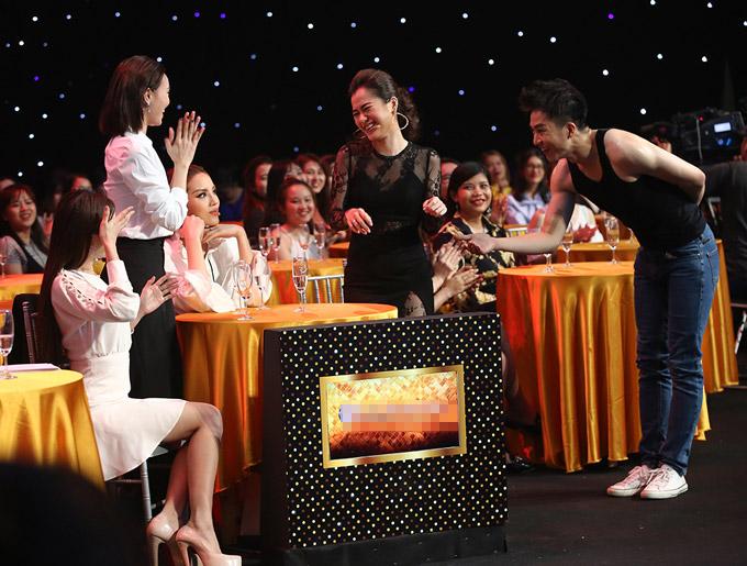 Ở phần thi tài năng, một thí sinh điển trai, có vóc dạng khá vạm vỡ đã thể hiện khả năng vũ đạo sexy. Anh còn tiến lại bàn của các vị giám khảo, trong đó có Lan Ngọc để mời cô lên sân khấu.