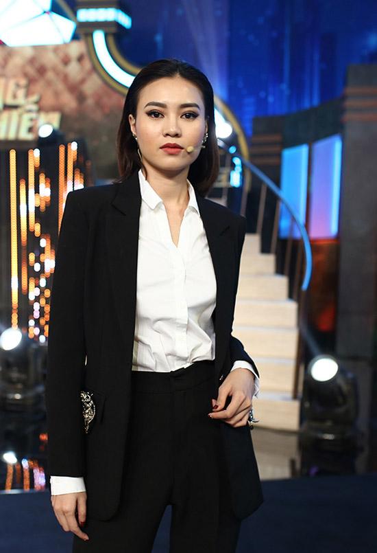 Lan Ngọc đang là gương mặt được khán giả yêu thích trong chương trình Quý ông đại chiến bởi khả năng ăn nói dí dỏm, duyên dáng. Trong tập 5 của show, cô được nhiều nam thí sinh tìm cách chinh phục.