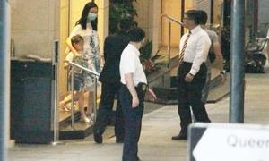 Bà xã Lưu Đức Hoa bị đồn cố mang bầu lần hai dù đã ngoài 50