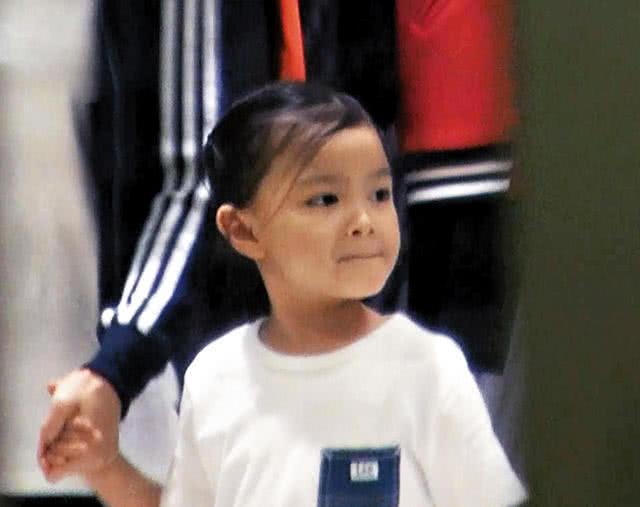 Bé gái Hanna Lau.