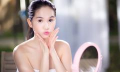 Ngọc Trinh thử sức làm beauty blogger trên YouTube