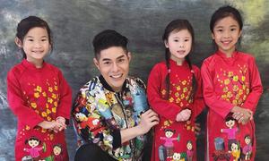 Đạo diễn Nguyễn Hưng Phúc dạy catwalk cho thiếu nhi Hong Kong