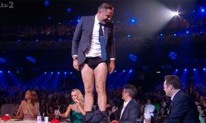 Giám khảo Britain's Got Talent tụt quần trêu đồng nghiệp trên sóng trực tiếp
