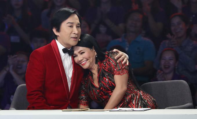 Ngọc Huyền khá thoải mái khi ngồi ghế nóng cùng người tình sân khấu. Cô đùa rằng nếu được chọn lại, sẽ chọn yêu Kim Tử Long.